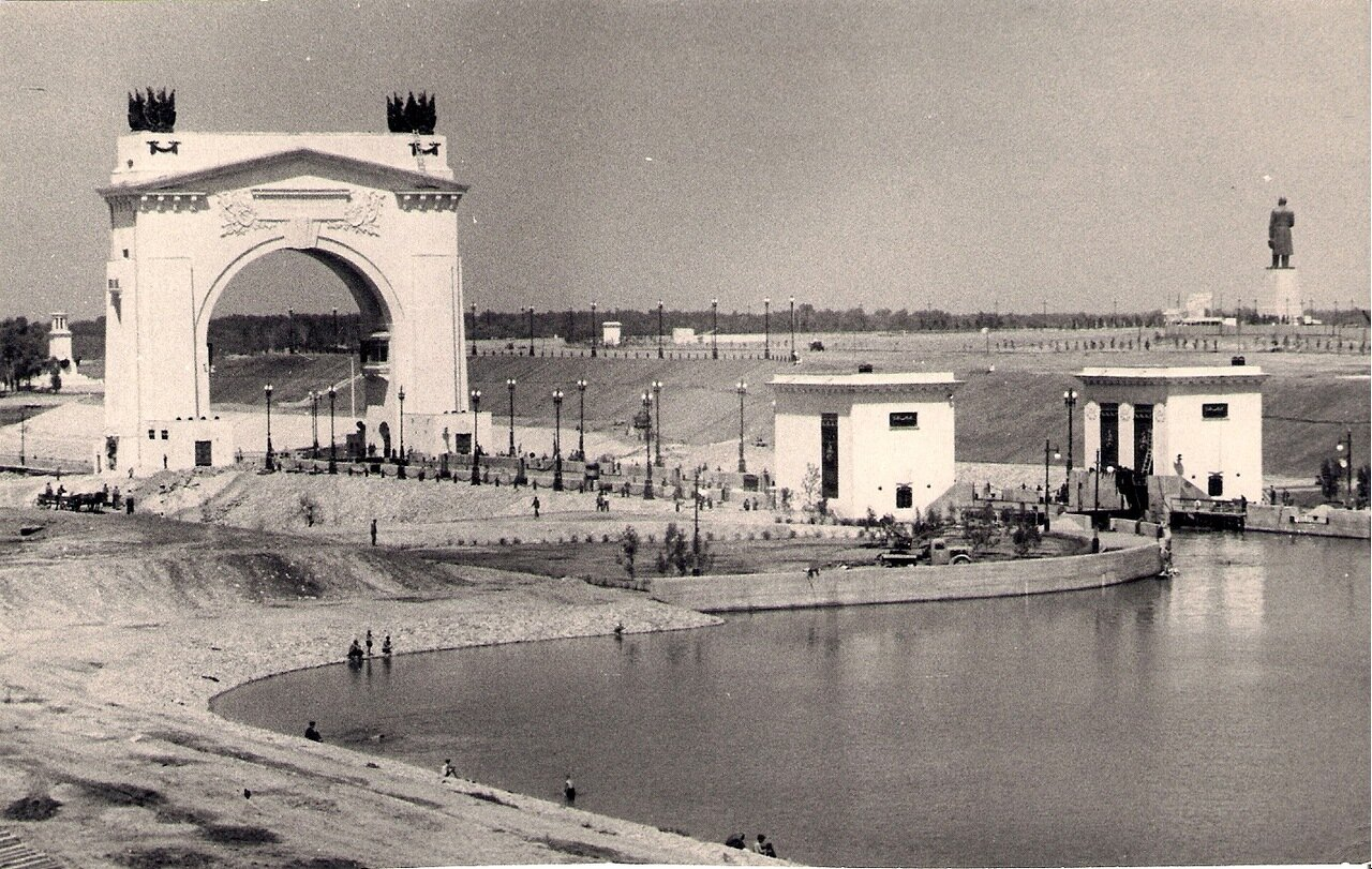 Шлюз №1 и монумент И.В.Сталина