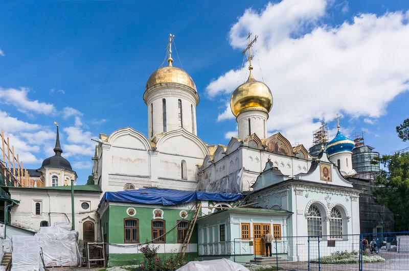 Троицкий собор и Серапионова палата