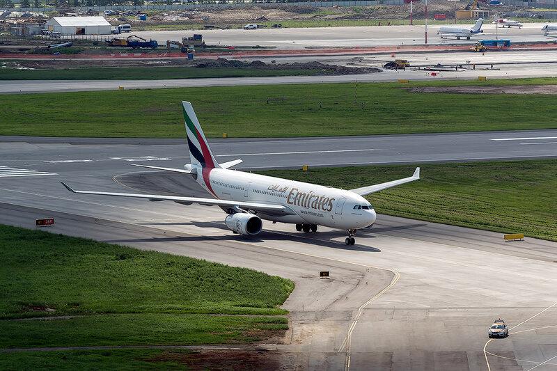 Airbus A330-243 (A6-EAJ) Emirates D800902