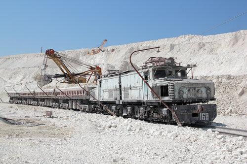 Погрузка вертушки в карьере цементного завода Holcim