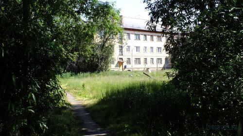 Фото города Инта №5200  Двор (северо-западная сторона дома) Геологической 1 16.07.2013_12:46