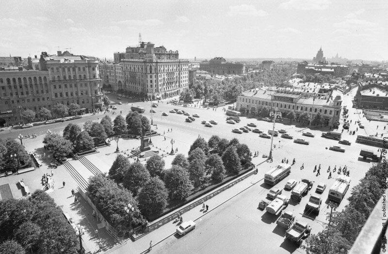 Виктор Ахломов, «Площадь им. Пушкина», 1965 год