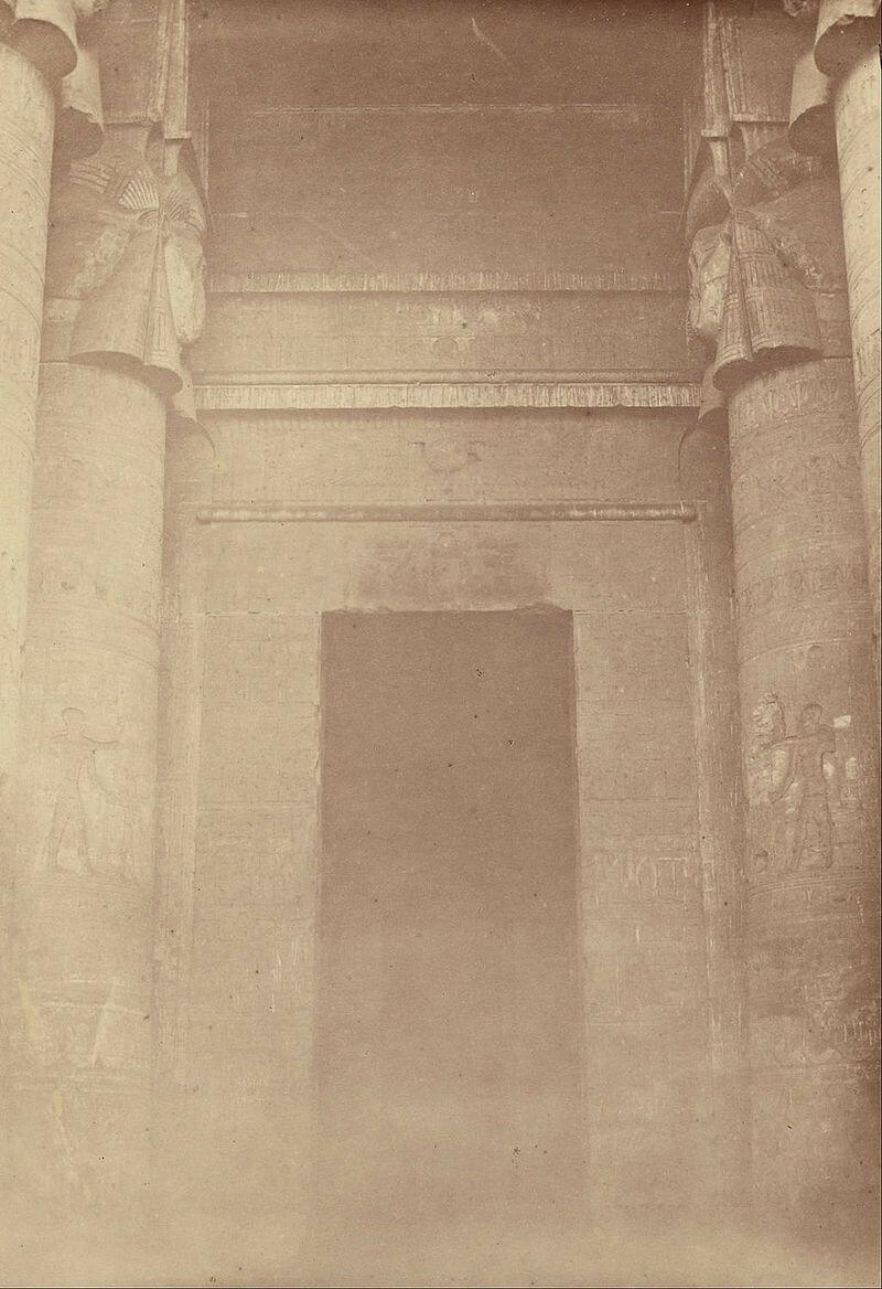 1865. Внутренний вход в храм