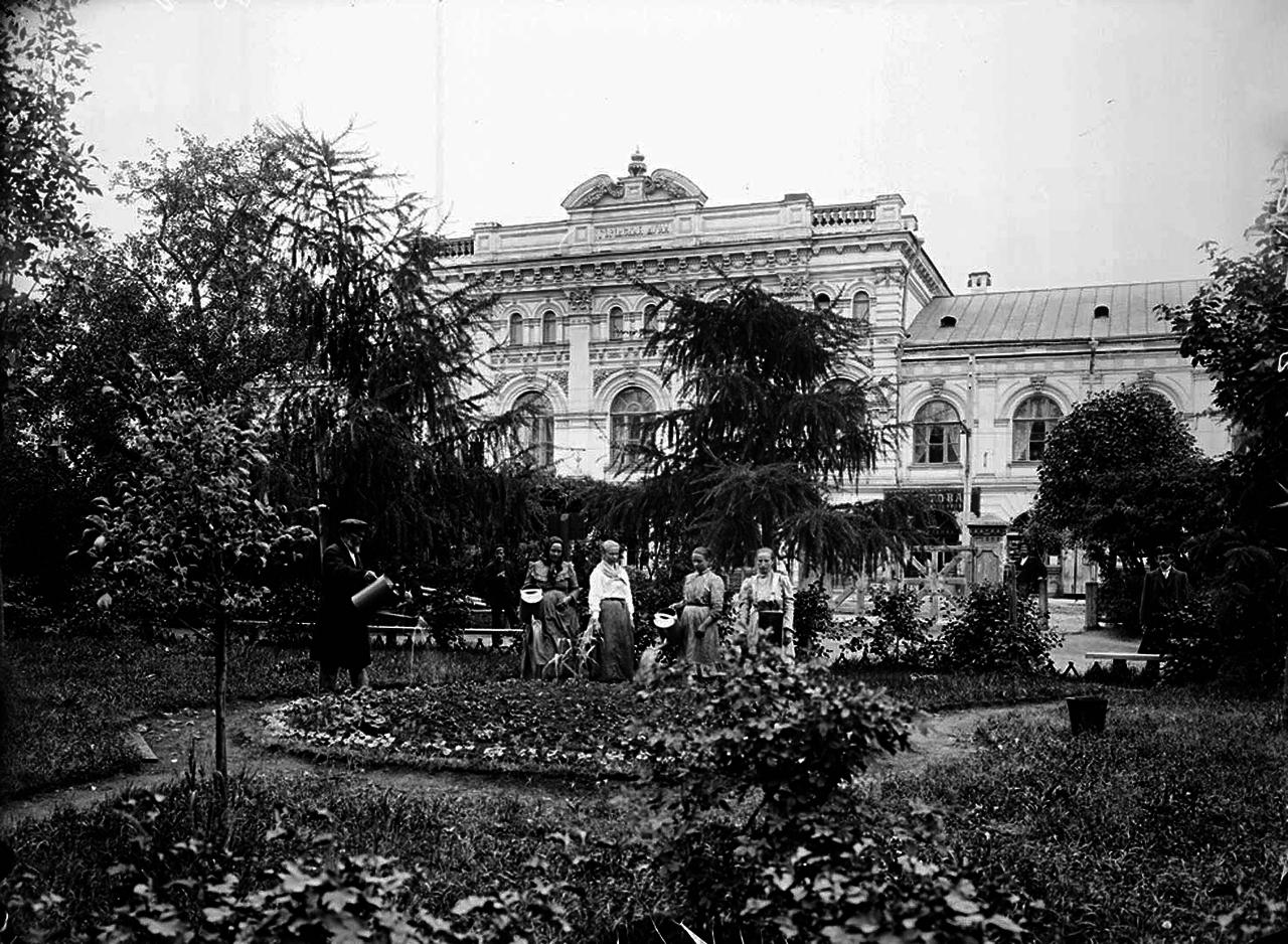Общий вид здания городской думы. 1903 г.
