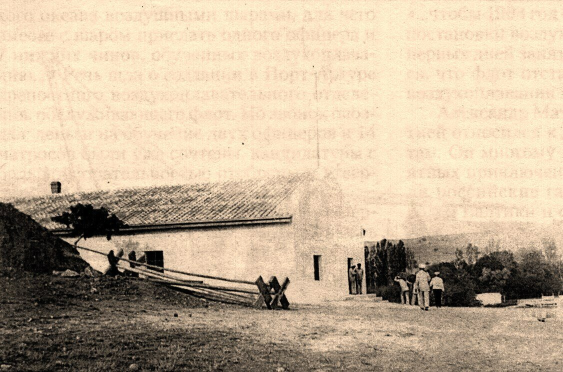 В бухте Голландия. Слева склад Отдела воздухоплавания Черноморского флота.  1903
