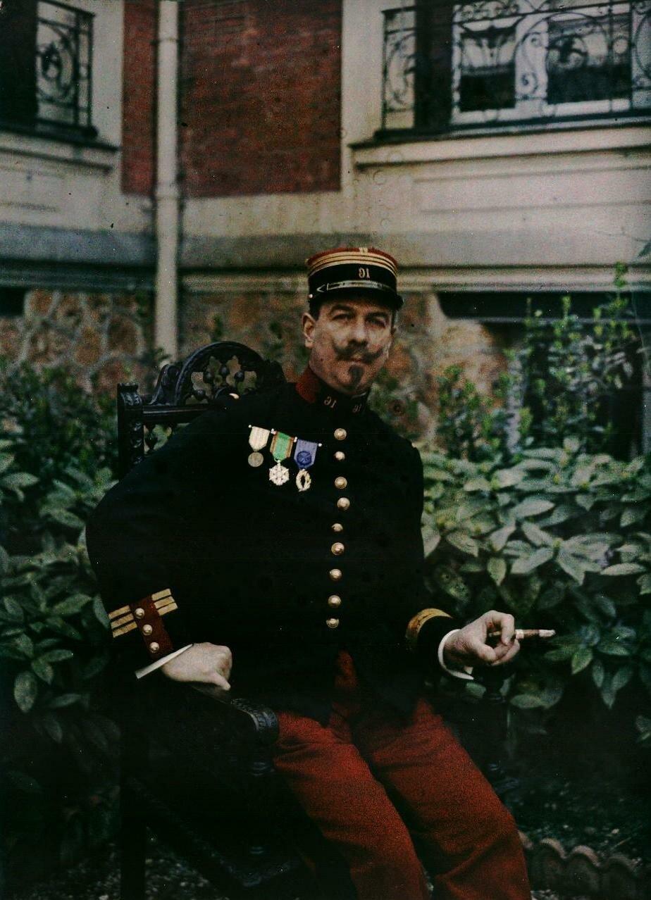 Офицер в саду