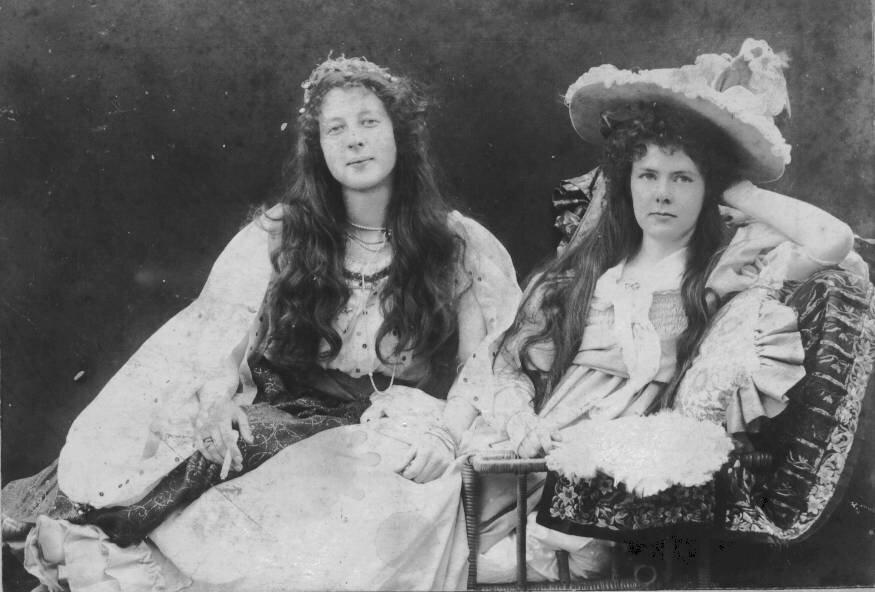 1896. Лили и Кэтлин Холл