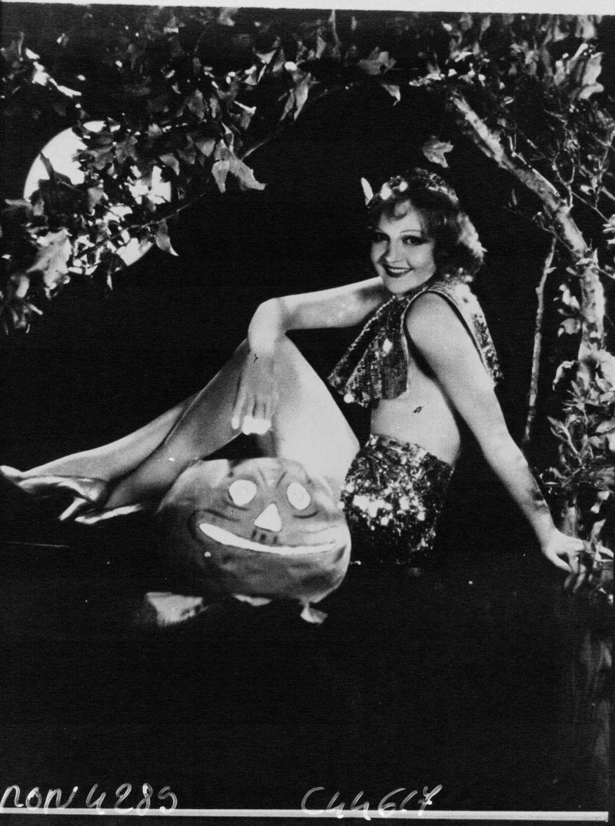 1932. Мэни Кэрролл, актриса кино в ночном клубе