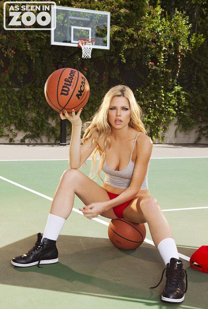 Zoo Magazine - Sophie Monk / Софи Монк играет в баскетбол