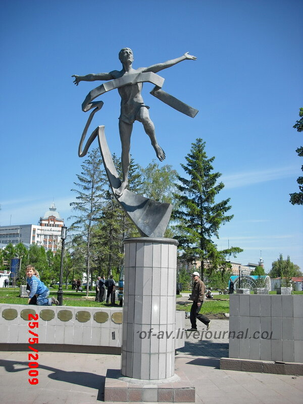 Памятник марафонцу, Омск