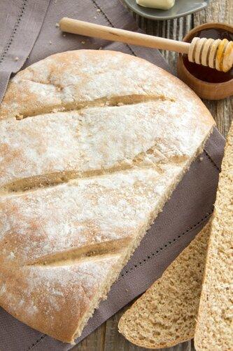 "Bread ""Doris Grant"" with honey and bran."