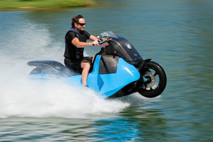 Поклонники активного образа жизни обязательно оценят квадроцикл-амфибию, который превращается из авт