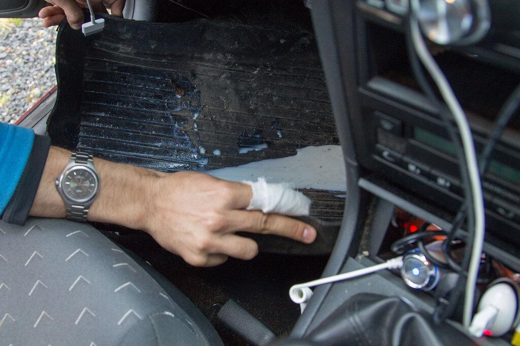 Разлитое молоко в машине