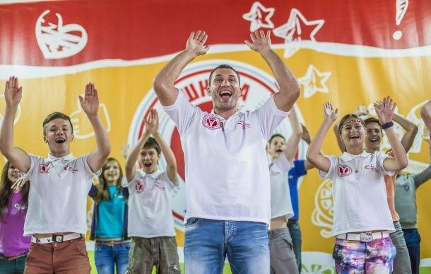 Владимир Кличко танцует зажигательный танец