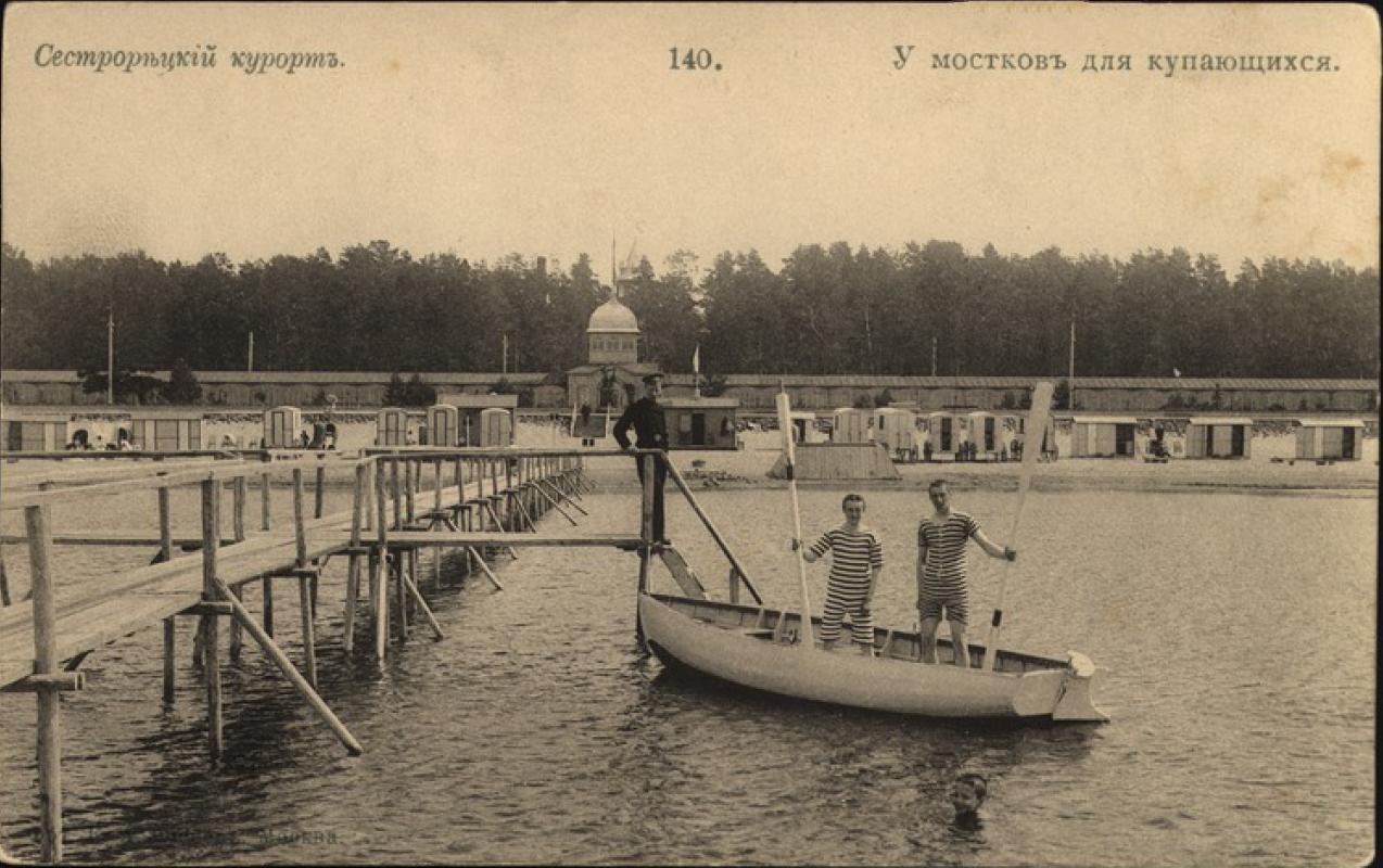 У мостков для купающихся