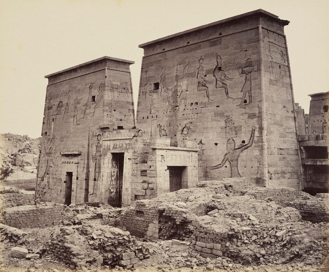 13 марта 1862. Первая арка храма Исиды.Филе