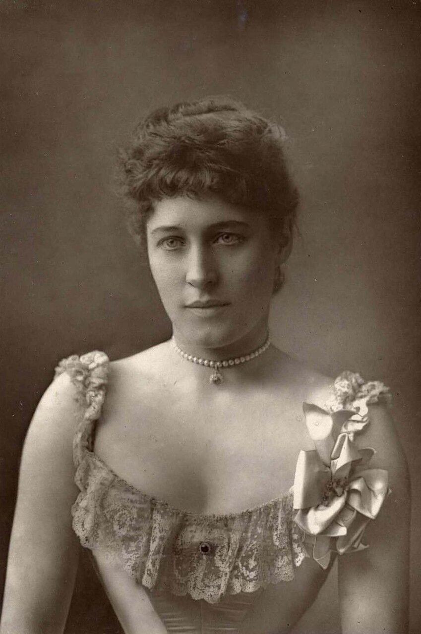 Лилли (Лили) Лэнгтри. 1853-1929. Известная британская красавица, любовница будущего Эдуарда VII, актриса и знаменитость
