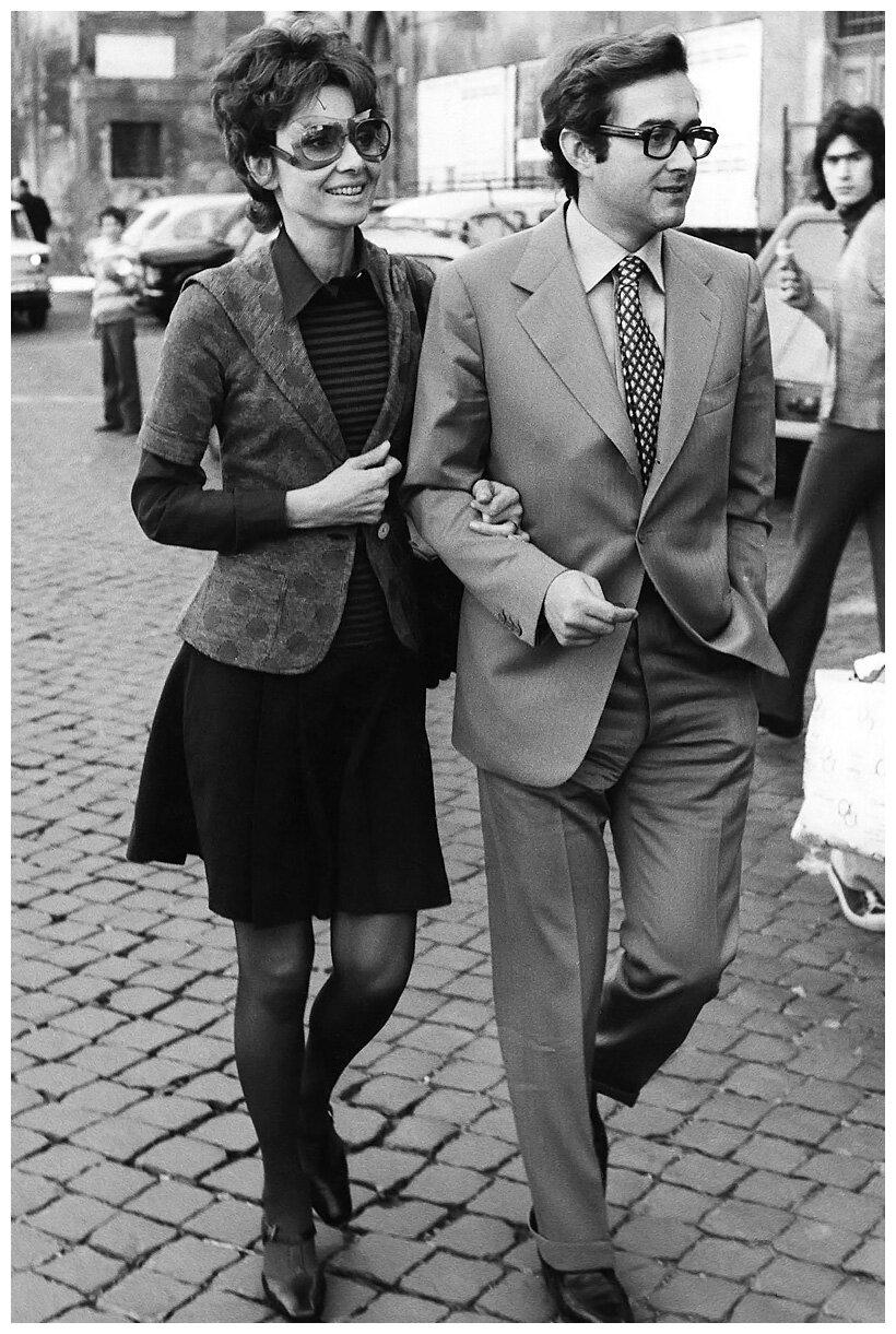 1971. Одри Хепберн в центре Рима с мужем, итальянским психиатром Андреа Дотти