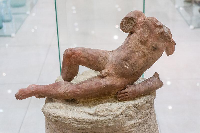 Фрагмент терракотовой статуэтки
