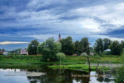 Река Москва, вид на Церковь Воскресения Словущего в Васильевском и мраморные острова