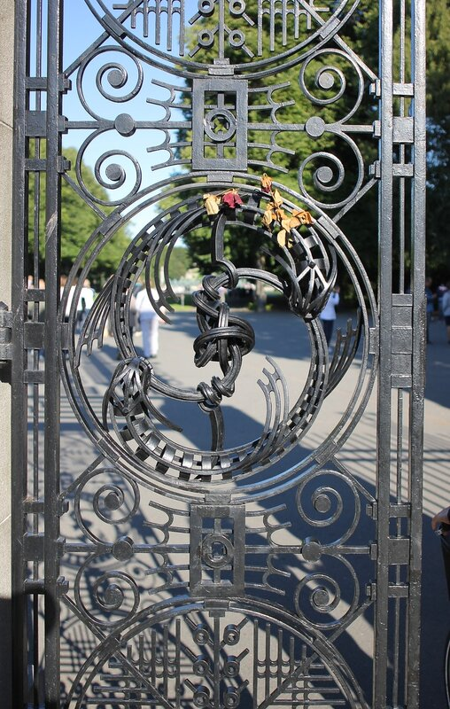 Oslo, Vigeland Park.Front gate. Осло, Парк Вигеланда. Главные ворота
