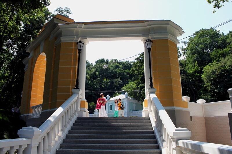 Вход на новую лестницу с Владимирского спуска