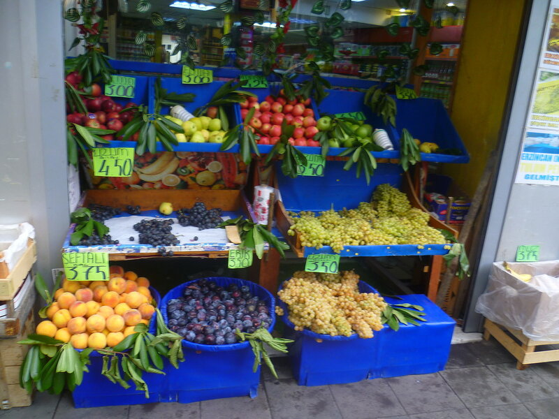 Фрукты в Стамбуле (Fruits in Istanbul).