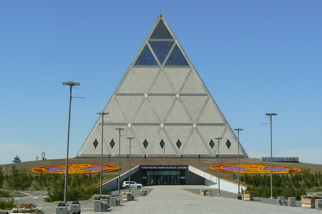 Дворец мира и согласия в Астане