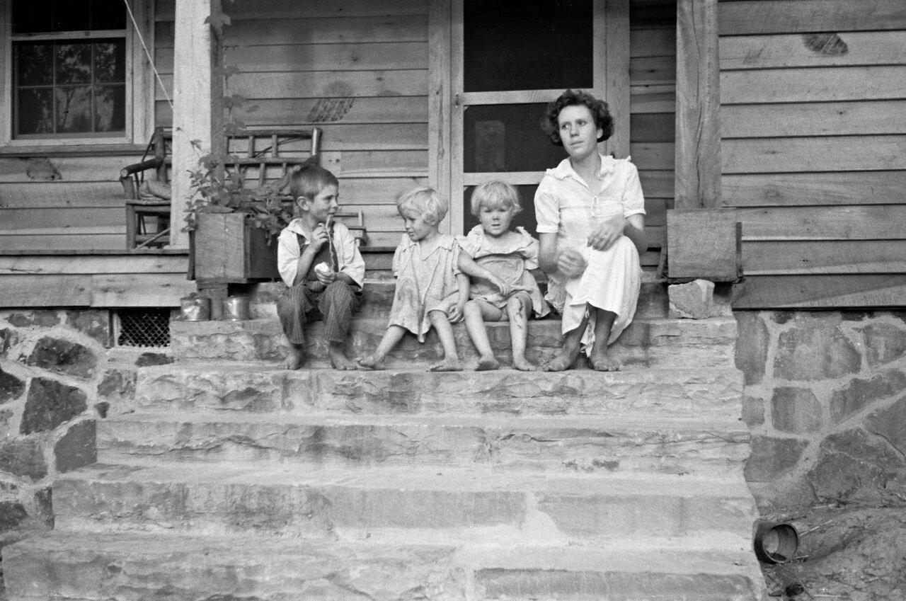 Семья переселенцев, Скайлайн Фармс, Алабама, 1935
