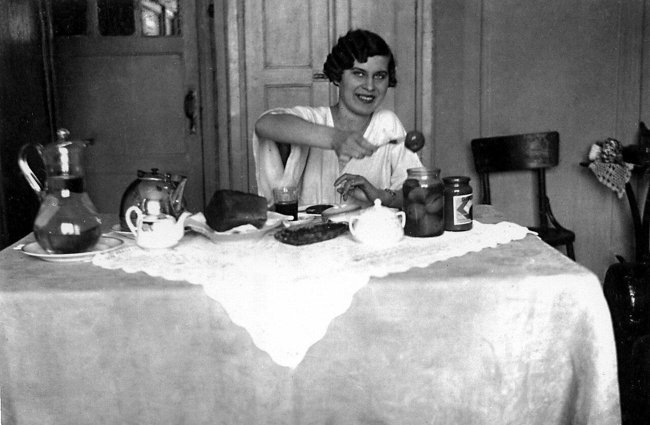 1930-е. Огуречное чаепитие.
