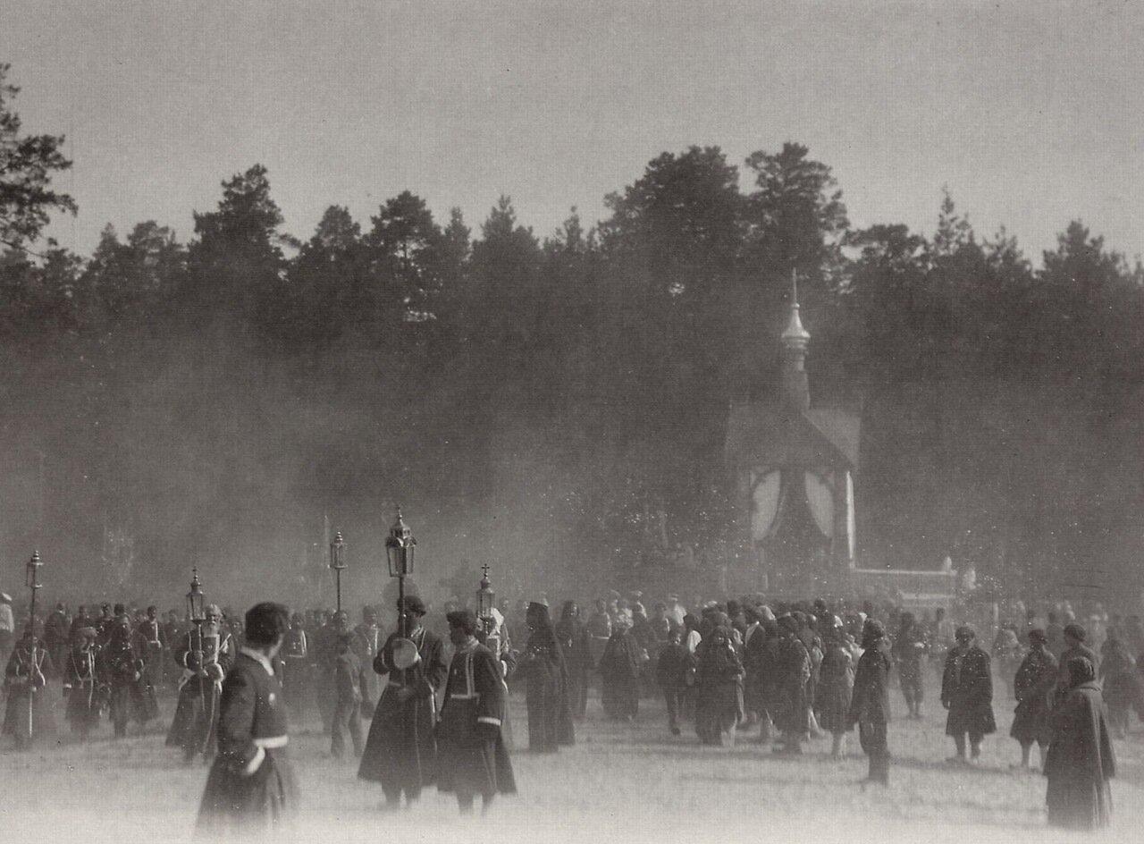 Пасхальное шествие в Сарове, 1903.