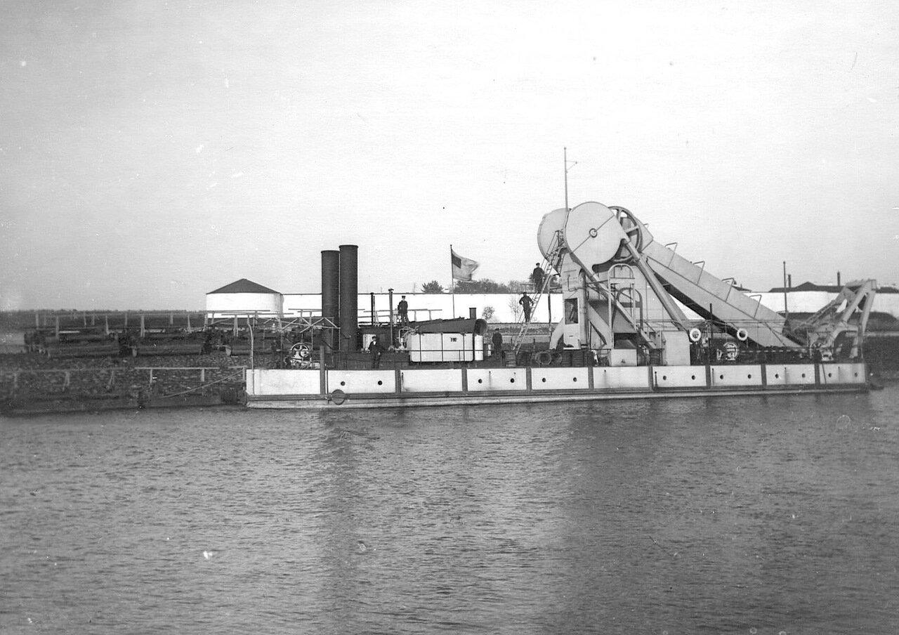 Землечерпалка на Ладожском канале