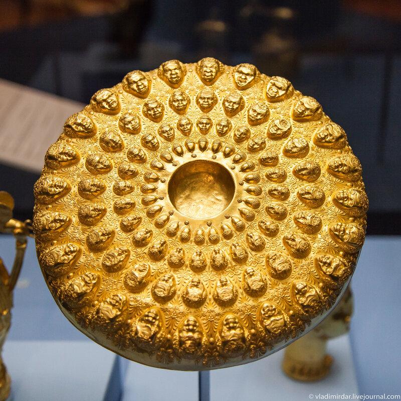 Золотая ритуальная чаша с омфалом