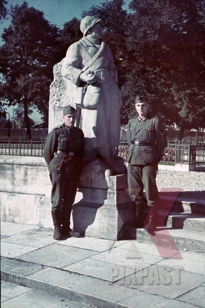 stock-photo-ww1-memorial-in-dijon-france-1940-9506.jpg