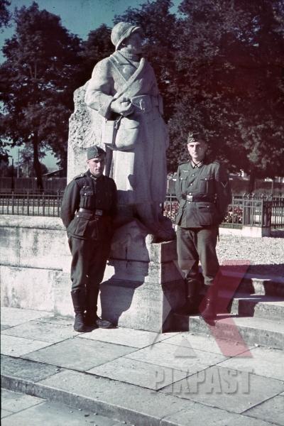 stock-photo-ww1-memorial-in-dijon-france-1940-9506.jpg