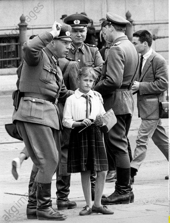 Junge Pionierin und Volkspolizei 1966 - Young Pioneer / Volkspolizei 1966 -