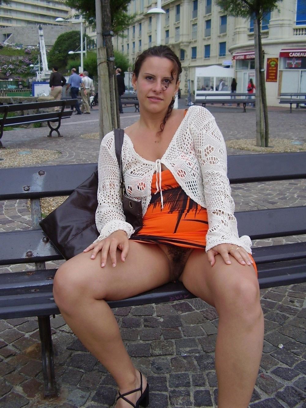 Раскованные девицы без трусов (18+)