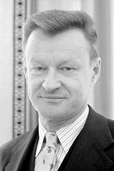 Zbigniew_Brzezinski,_1977.jpg