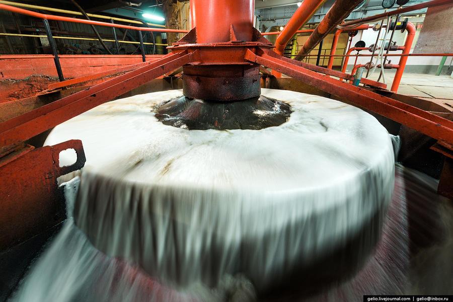 56. Пневмофлотационная машина Мелкий материал вместе с добавлением водных реагентов поступает в пнев