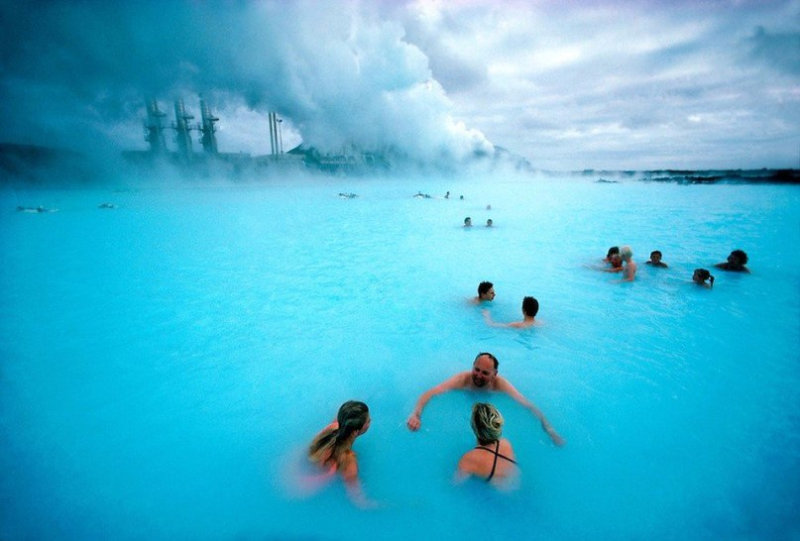 Это не фотошоп, а Голубая лагуна в Исландии