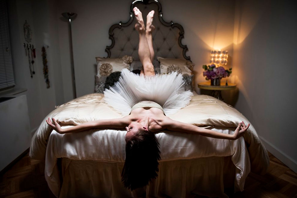 Скайлер Брандт, солистка в Американском театре балета. Живет в квартире на Манхэттене, в которой выр