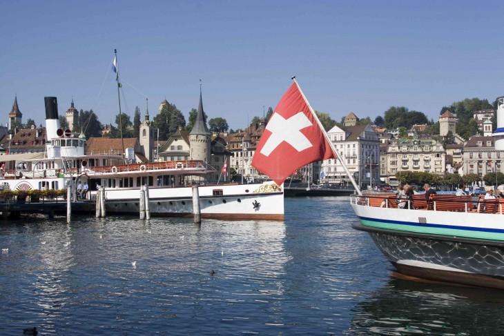 16.Иностранные граждане, проживающие, аШвейцарии, составляют приблизительно 23% отвсего насел