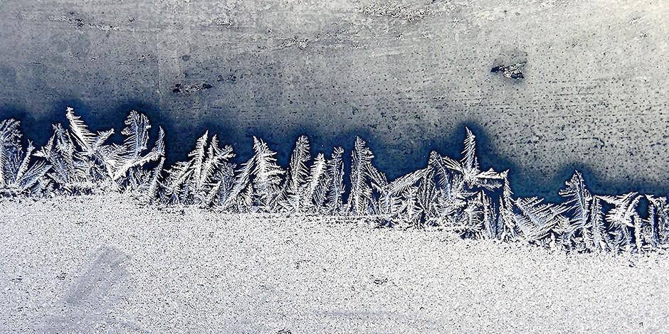 12. Средство от скольжения на тротуаре В отличие от соли, которая опасна для окружающей среды и обув