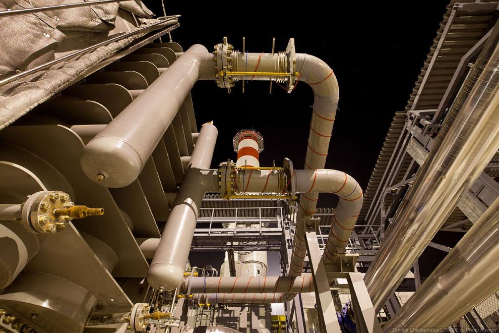 Основное оборудование станции включает в себя две газовые турбины LMS 100 производства General
