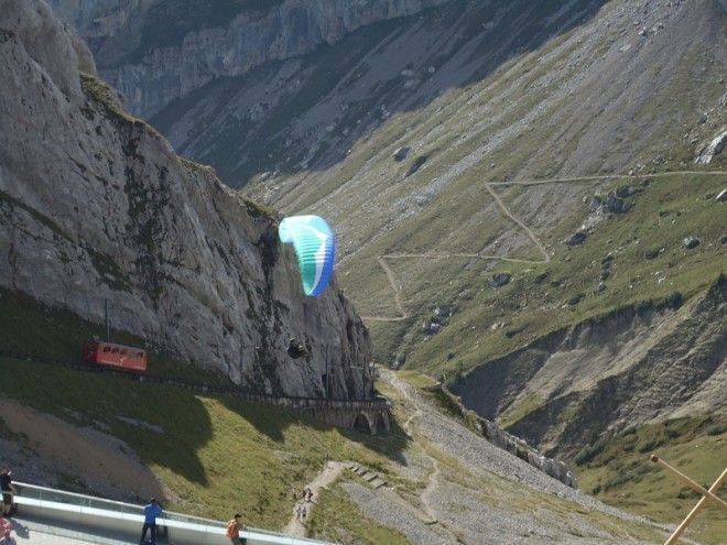 Завершающий отрезок маршрута самый захватывающий — это проезд через тоннели, выдолбленные в ск