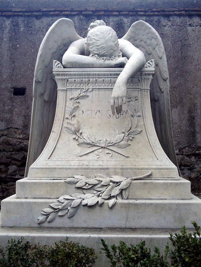 Этот памятник на римском кладбище известен во всём мире. Его история заставляет вздрогнуть! (6 фото)