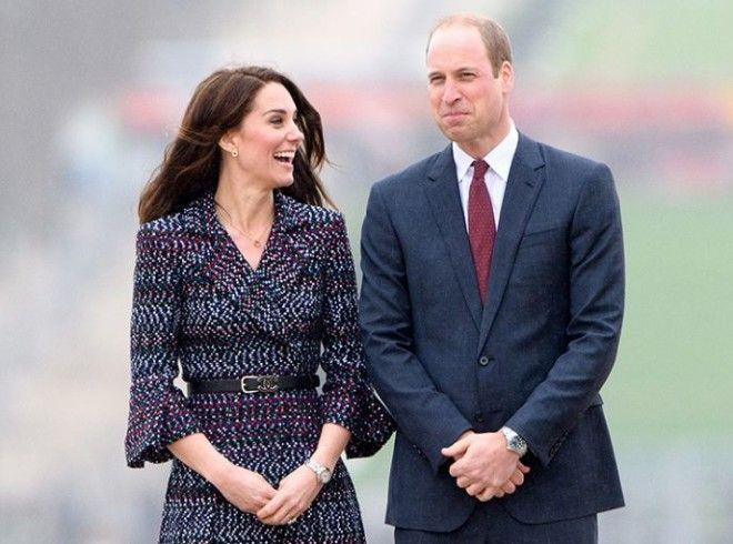 Принц впервые увидел свою будущую супругу в 2002 году на благотворительном показе мод, где участвова