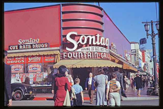 Вид с Голливудского бульвара на Чероки-авеню, 1940-е годы.