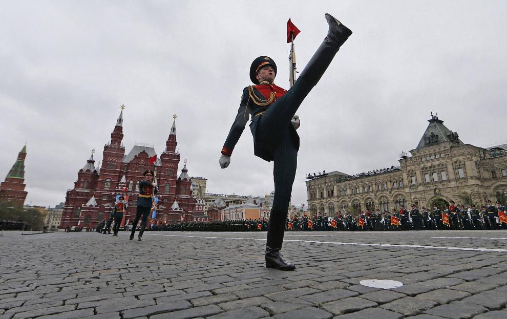 9. Ура! Приветствие министра обороны. Красная площадь, 9 мая 2017. (Фото Kirill Kudryavtsev):