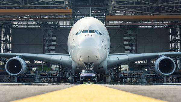 Порш Cayenne сумел взять набуксир 285-тонный аэробус Airbus